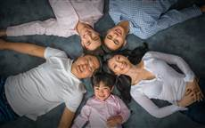 family portrait photography Toronto, studio family portrait, happy family