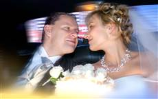 wedding photography Toronto, Love story, special event, bride, groom, limo, first kiss